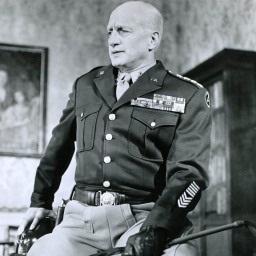 Yhdysvaltain armeijan komentaja George Smith Patton kuvaa, taustakuva